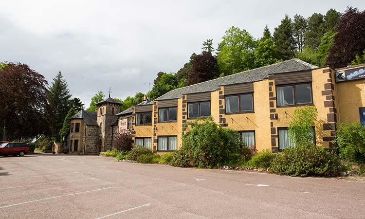 Loch-Ness-Lodge-Hotel-Exterior-2