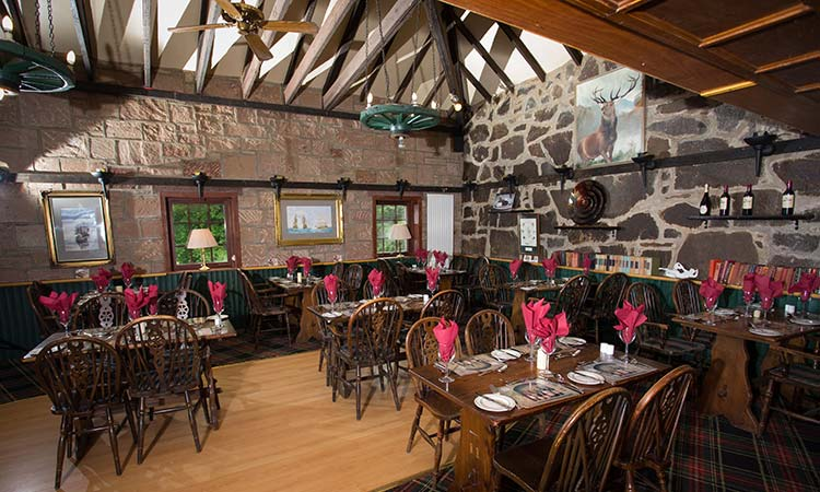 Loch-Ness-Lodge-Hotel-Food-and-Drink-Pibroch-Bar-and-Restaurant